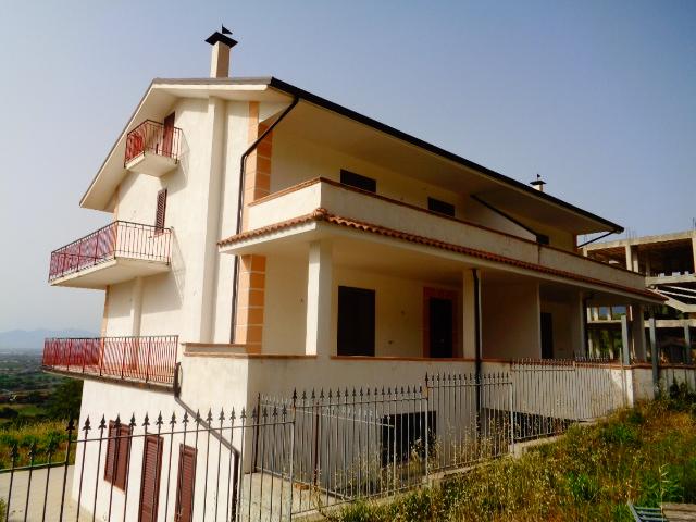 Agropoli – Zona Mattine alta) – Villa Bifamiliare