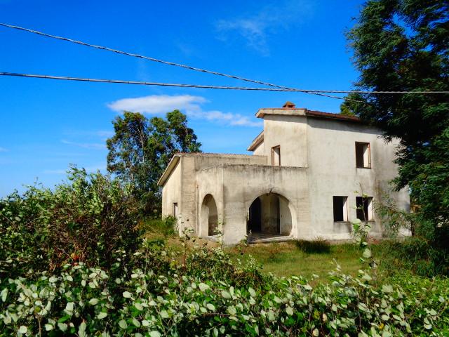Capaccio – Loc. Spinazzo, Casale con terreno pianeggiante