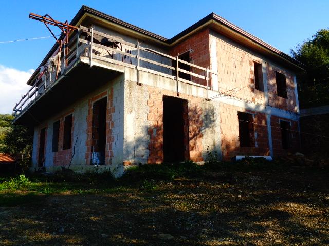 Perdifumo – Loc. San Pietro, grezzo con terreno