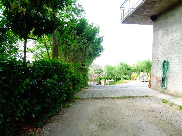 Ogliastro Cilento – appartamento allo stato grezzo e locale uso deposito
