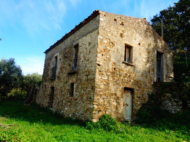 Agropoli – zona Fuonti, rudere con terreno di 14.500 mq
