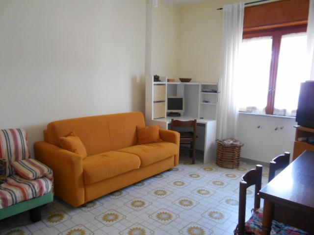 Agropoli – Via Angrisani, appartamento con posto auto e garage
