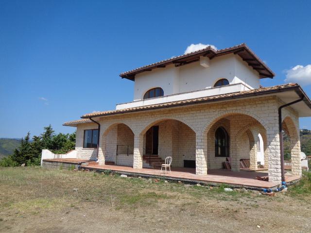 Casal Velino- Villa indipendente su 3 livelli con circa 5000 mq di terreno