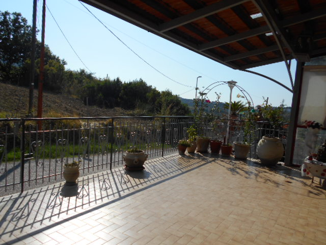Perdifumo – C.da Noce bassa, appartamento con 1.500 mq di terreno