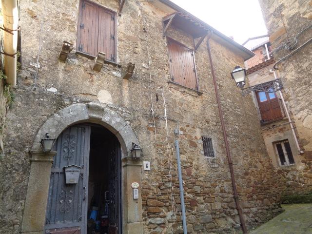 Serramezzana – Centro storico – immobile su due livelli, ristrutturato