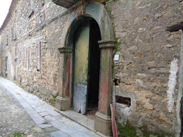 Torchiara – Centro storico – antico casale di circa 300 mq, con giardino