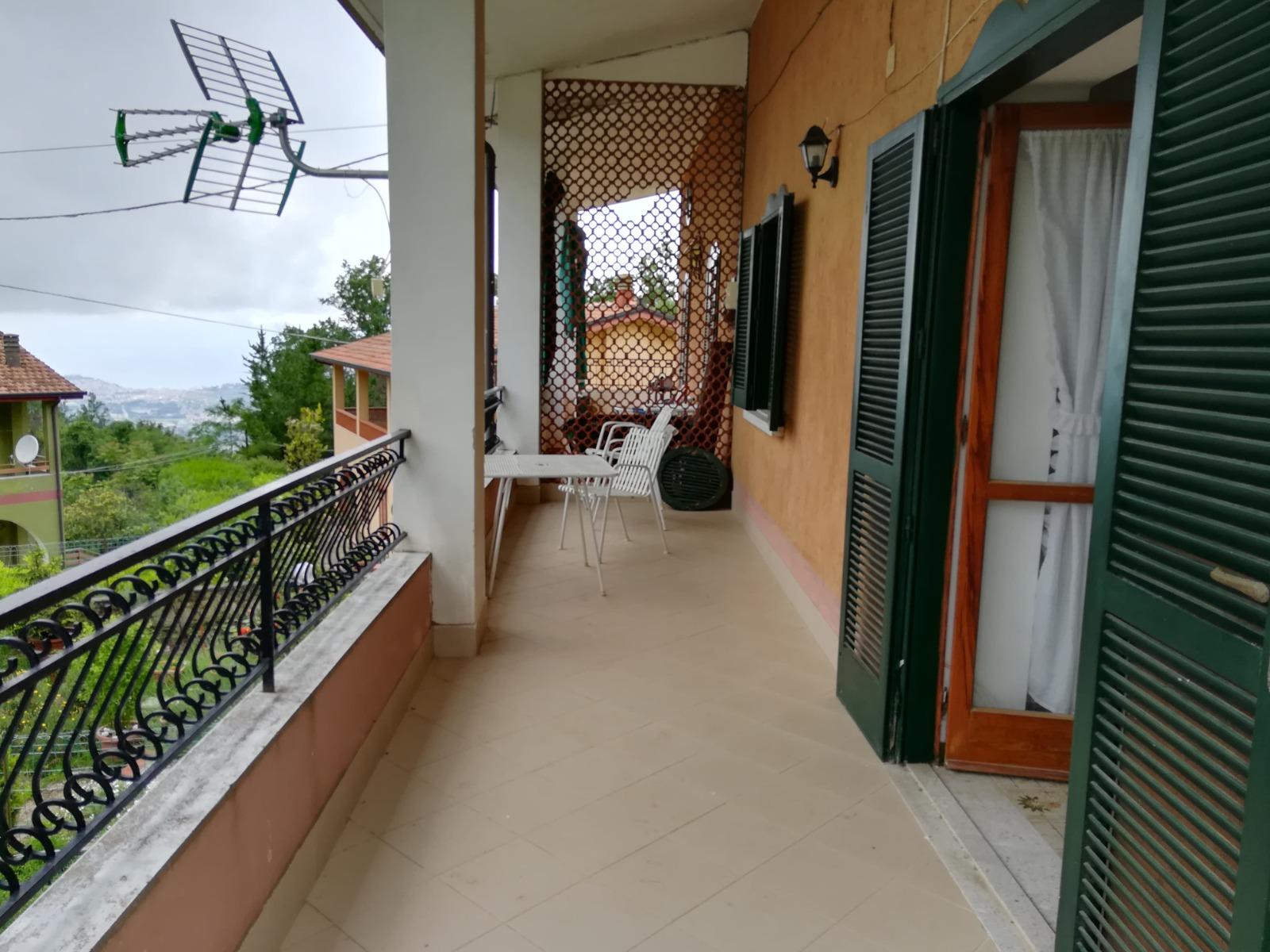 Laureana – Appartamento al primo piano con giardino e posto auto