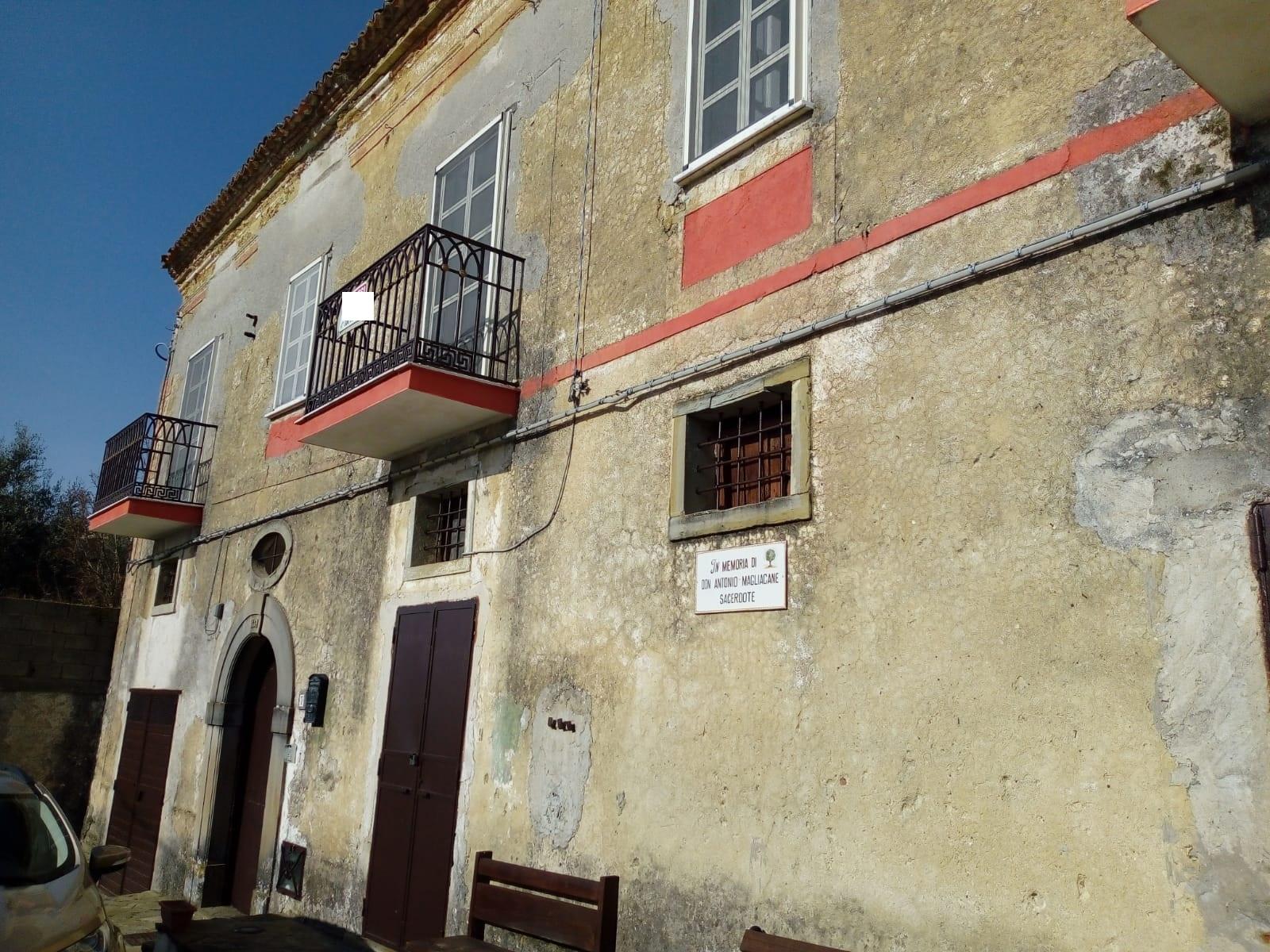 Laureana – Fraz. Matonti, palazzo storico del 1887, con 3.000 mq di terreno